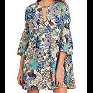 Umgee floral bell sleeve keyhole tunic medium